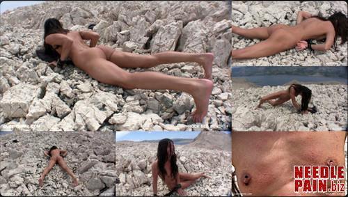 0038 QS Rockbed Sunbath m - Rockbed Sunbath - Queensnake, stones, bondage, outdoor