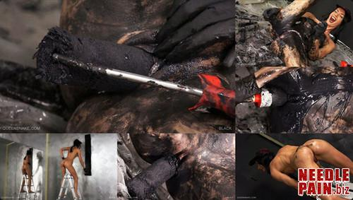 0087 QS Black m - Black - Queensnake, insertion, peebody painting, dirty, messy