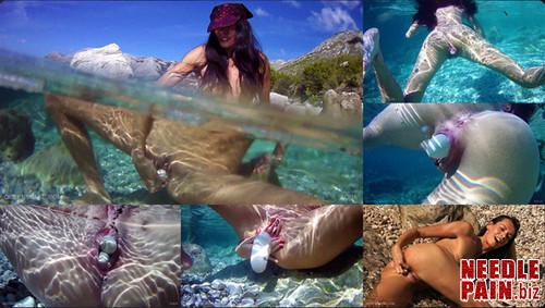 0103 QS Aqua m - Aqua - Queensnake, underwater, stones, insertion, self torment