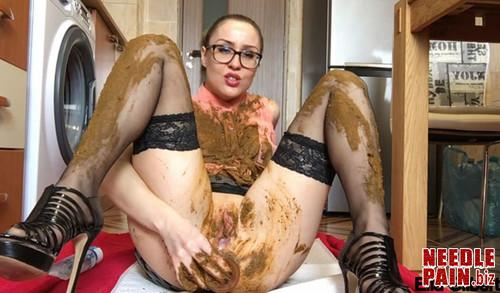 EllaGilbert   Extreme Facial And Clothing Smearing m - EllaGilbert - Extreme Facial And Clothing Smearing - extreme scat
