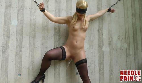 Sophie   Pee standing up m - Sophie - Pee standing up − Amateure-Xtreme, peeing, bondage